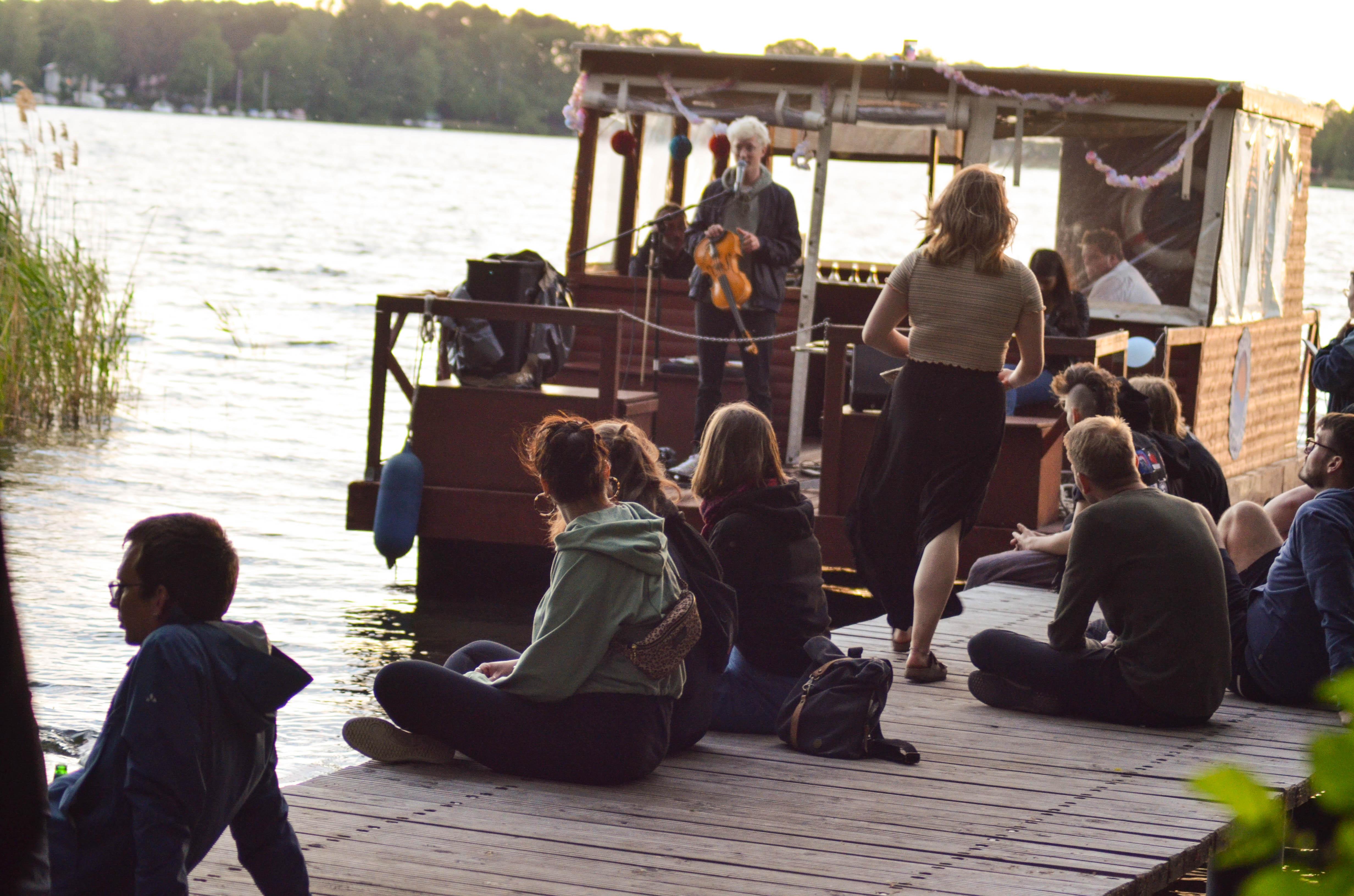Livemusik vom Floß